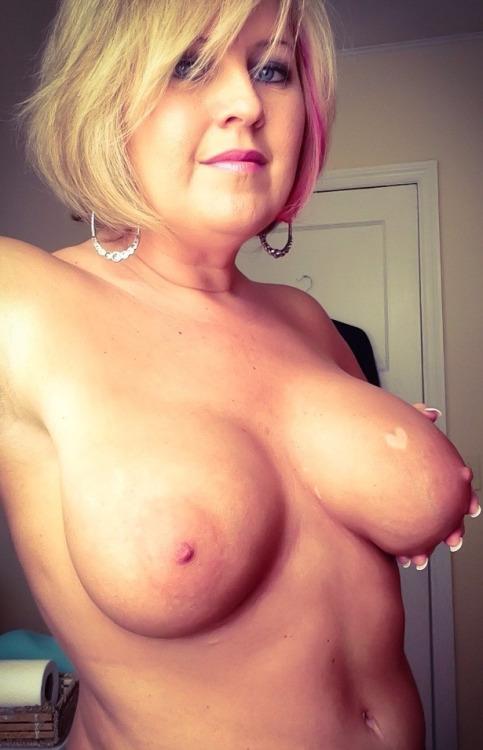 Vieille maman sexy cherche a baiser 18